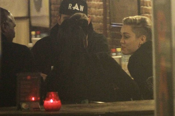 Miley Cyrus al coffee shop